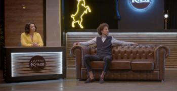 В новом выпуске шоу «Вечерний кто-то» Ида Галич узнала, сколько зарабатывает Дмитрий Романов, и рассказала, зачем она переписывается с его женой